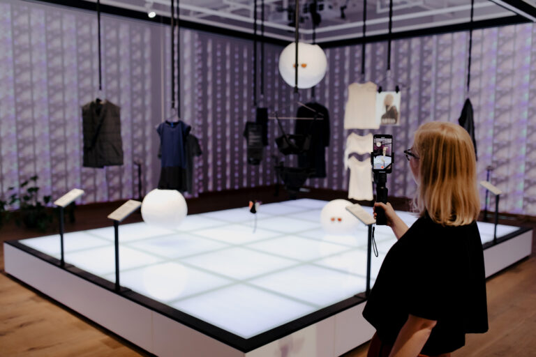 Fashion museum with a mission in the lion's den: 'You can make a difference for a more sustainable fashion industry'